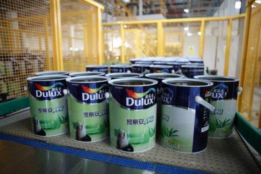 akzo-dulux-paint-cans-in-chengdu-1-525x350.jpg