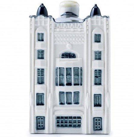 klm-presenta-su-nueva-casa-miniatura-en-ceramica-de-delft(1).jpg